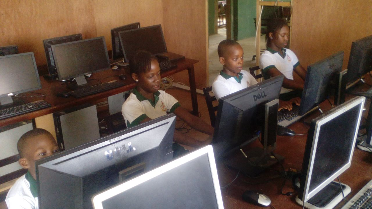 Getting used to computer at this age is the beginning of success in a child's life path